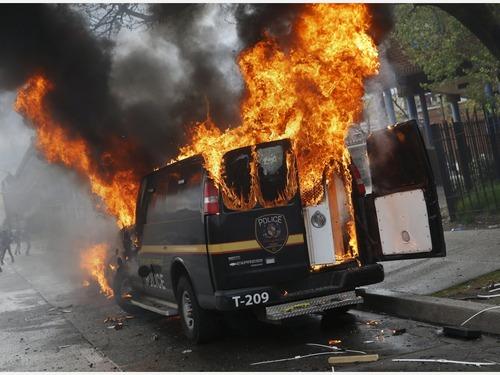 美国巴尔的摩黑人骚乱 黑帮大战警察