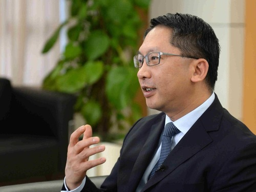 港律政司长访英: 期待香港自行立法