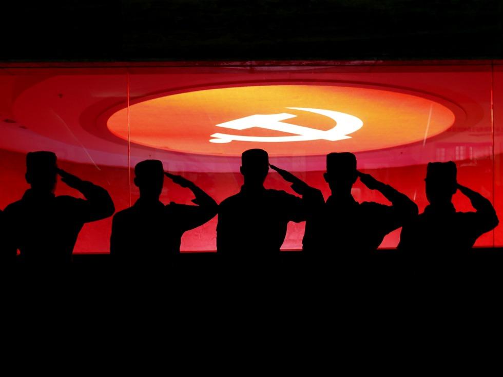 陆军领导11名成员逐一亮相