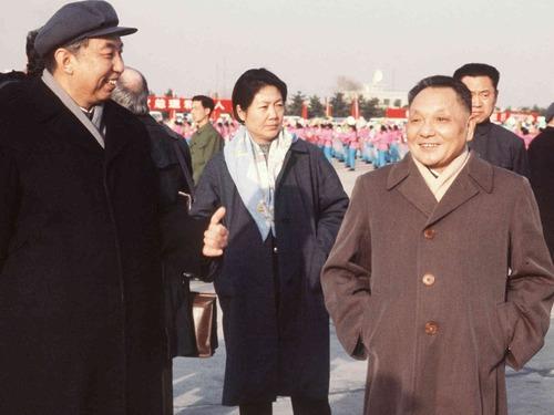 邓小平受惊:几十名工人举拳高呼给钱