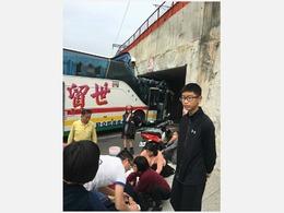 载25名大陆游客大巴在台湾发生车祸[图集]