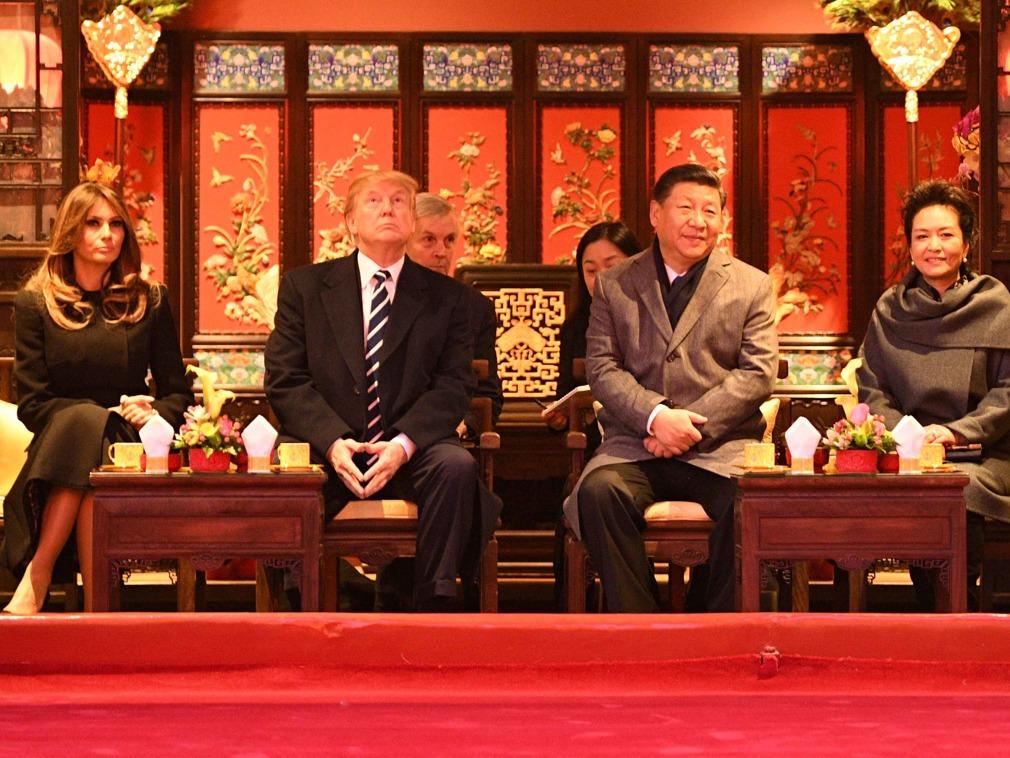 特朗普在北京谈交易 美鹰派在国内拆台