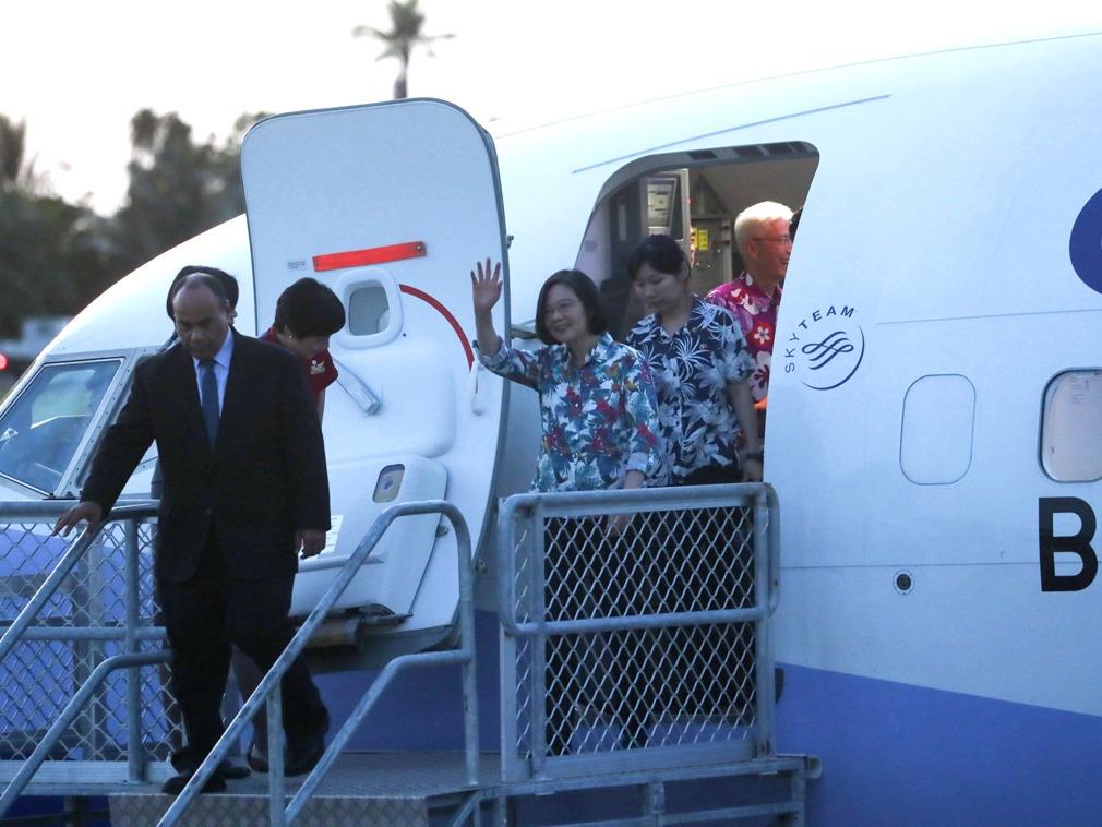 蔡英文抵达友邦瑙鲁 惊喜见证外交人员现场求婚[图集]